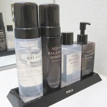 【客室備品 男性用化粧品】 養毛料、化粧水、整髪料、洗顔ヒゲソリ料を洗面台にご用意しています