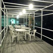 *【オープンテラス/共有スペース】開放感のある空間でひと休み。