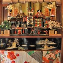 季節ごとに変わる館内装飾♪こちらは4月3日旧暦で祝うお雛様の飾り♪