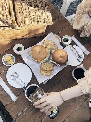 晴れた日はテラスで朝食を…人気のバスケット朝食プラン