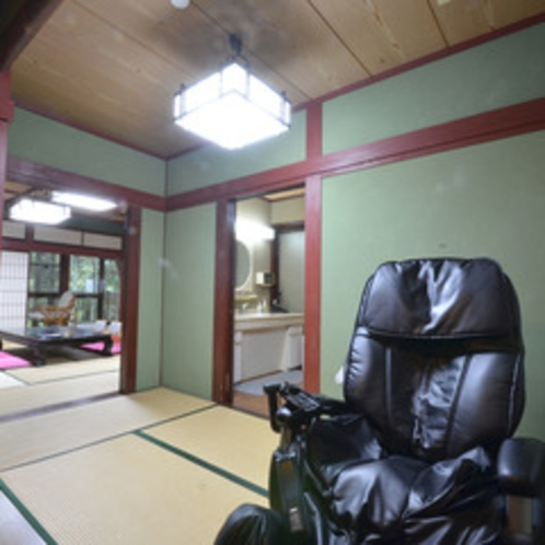 *【特別室】広々とした特別室。お風呂のあとはマッサージ機でリラックス