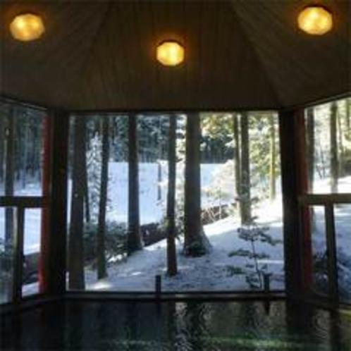 雪景色を眺めながら温泉でほっこり☆