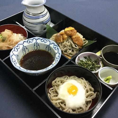 福井グルメの蕎麦三昧(月見とろろ・鴨出し・辛みおろし)でございます。