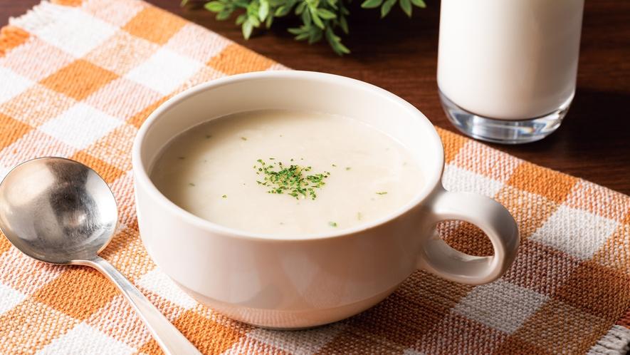 【函館限定じゃがいもスープ】じゃがいもの甘みを感じられるスープです。