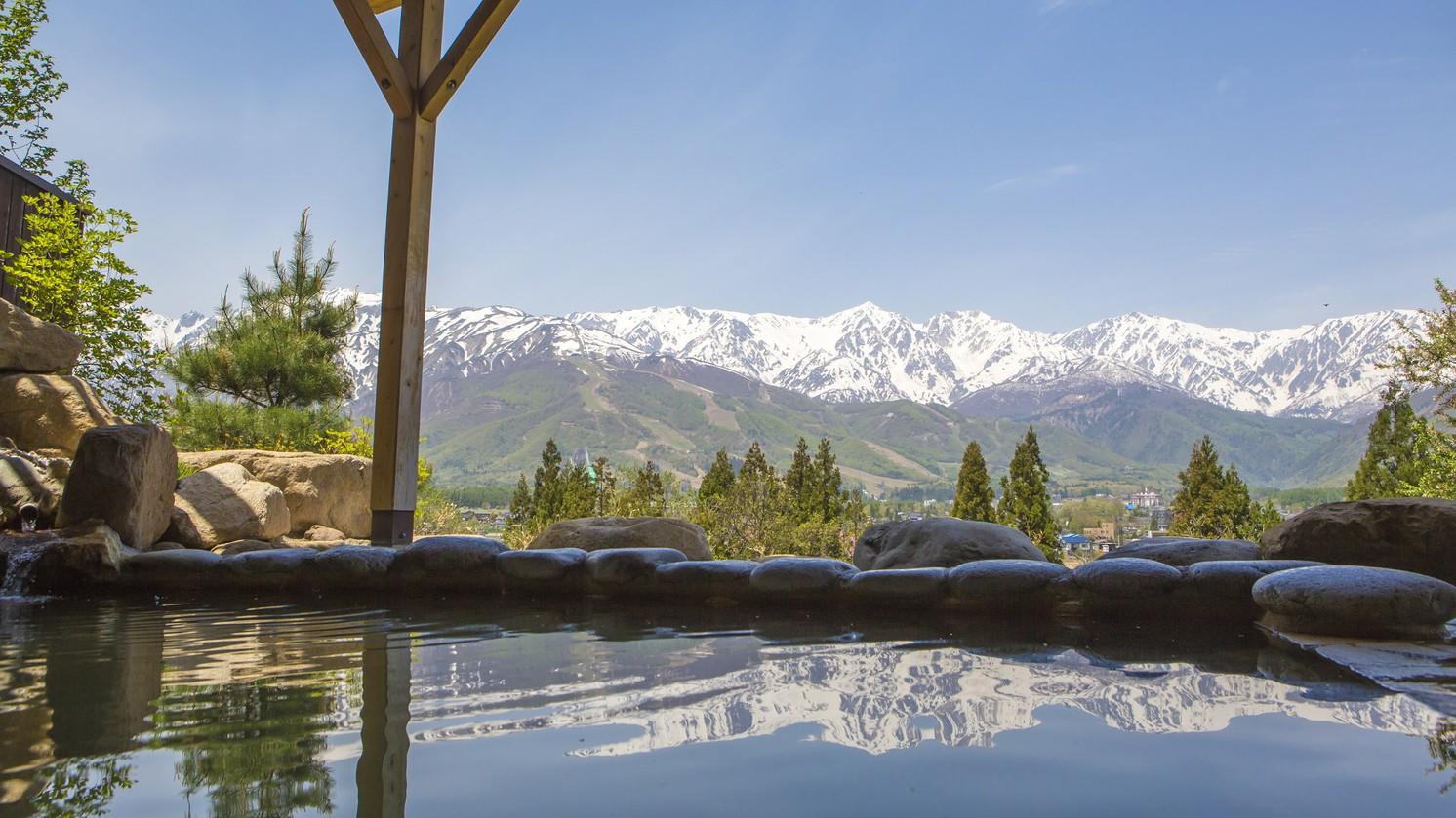 【天神の湯】南は五竜岳から北は栂池高原まで一望できる大パノラマ風呂。