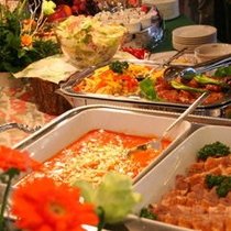 料理人は料理長(和食)はじめ、中華担当K、洋食担当A、パティシエS、全員で9名が担当しています