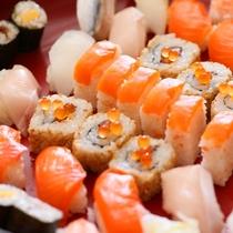 信州サーモンを使用した握り寿司一式と、信州サーモンのちらし寿司が日替わりで夕食に登場