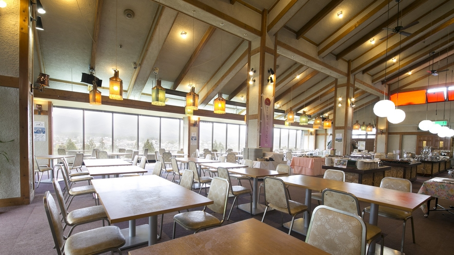 【レストラン】絶景の北アルプスを眺めながらお食事をお召し上がりください。