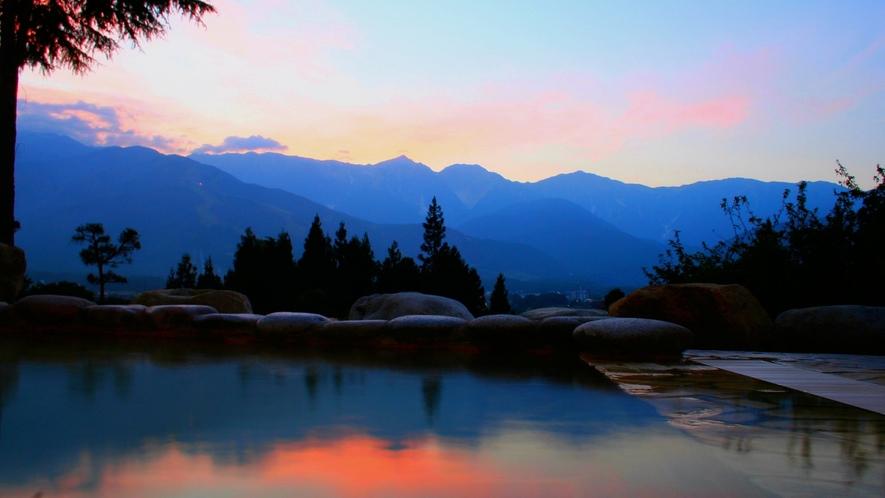 【天神の湯】実は白馬村で夕焼けって珍しいんです。もし見られたらかなりの強運ですよ。