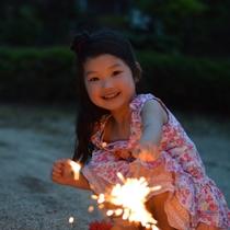 ホテルで花火もできます。(消火バケツとライター、それに虫よけは貸出し可)打ち上げはゴメンナサイ