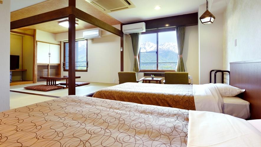【和洋室】北アルプス側は、白馬一の眺望と称されるお部屋。お天気の良い日は雄大な景色を望めます。