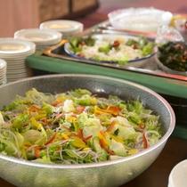 時期になると出る、菅平高原の新鮮レタスやキュウリ、トマト、これがまたオイシイ!