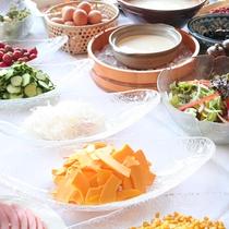 【朝食】信州の美味しい水で育ったお野菜は、味も濃くておいしいんです。