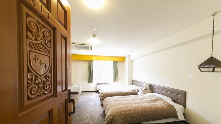 【和洋室】ツイン部屋よりも幅広のベッドをご用意。最上階に5部屋のみとなります。