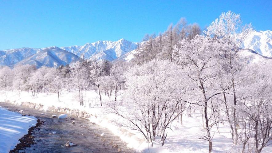 【冬】寒い朝=晴れの朝。8時くらいでもこうして晴れると、どこも絶景かな。ホテル下姫川にて(歩15分)