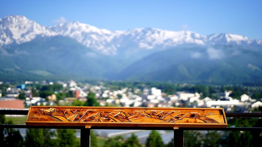 【空やまテラス】白馬三山を眺める展望台。手作りの木製、山脈案内のオブジェもございますよ