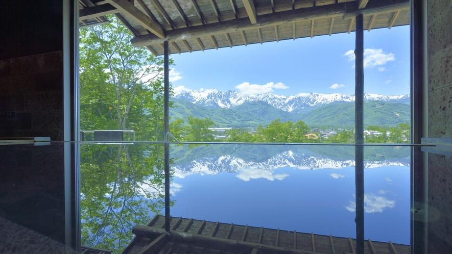 【わらび平の湯】湯岩の湯内湯にて。景色の良いお風呂がどこって?全部のお風呂が絶景風呂なんです。