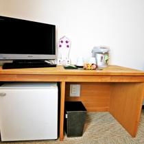BSデジタル映ります、冷蔵庫は中身は空っぽ。首もみグッズも全部屋に(洋室は22型、和洋室は32型)