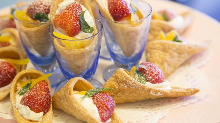 【夕食】フルーツもあればデザートも、ここでも季節や長野県(信州)を感じていただけるよう工夫しています