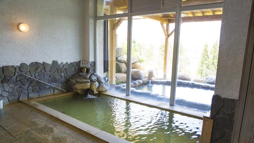【天神の湯】天神の湯のこの浴槽(男女内湯)が最も古く、温泉成分がしみついていると言える浴槽です