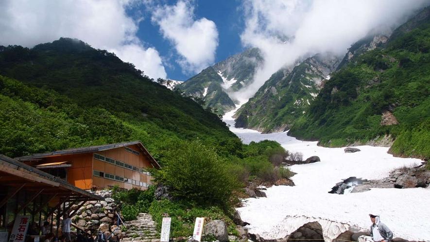 【夏】おすすめの白馬大雪渓。ホテルから車25分8月はバス有、で登山口、そこから75分登ります