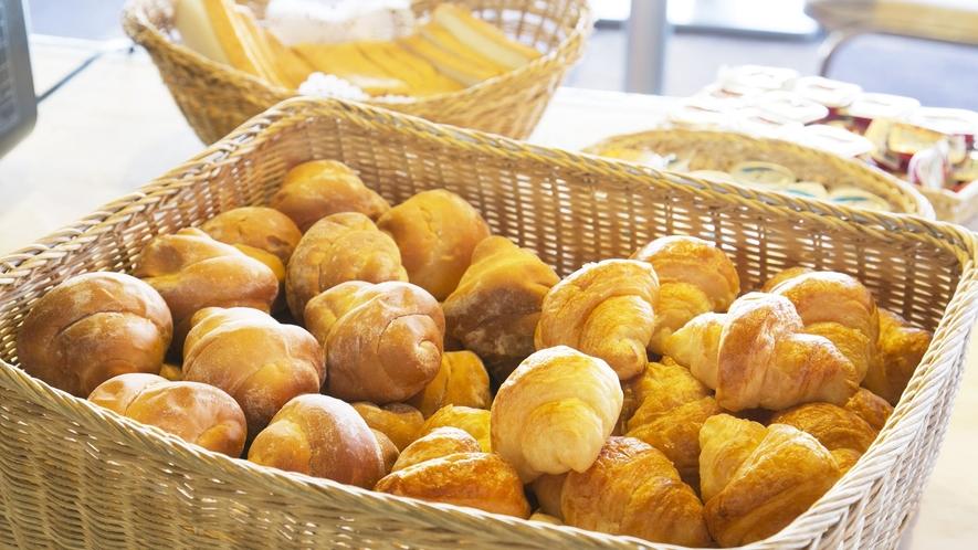 【朝食】パンは白馬村のペンション「エアメイル」さん手作りのパンです。