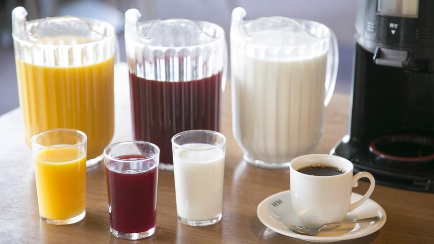 【朝食】お目覚めのお腹に、フレッシュジュースをどうぞ。