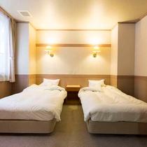 【和洋室】12.5畳囲炉裏の間+ツインベッドルーム