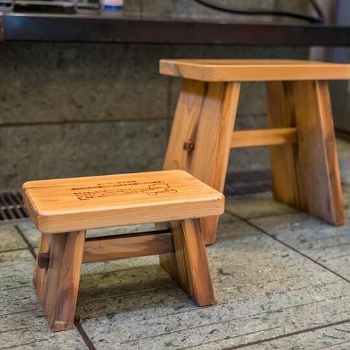 洗い場の椅子にも「東濃ヒノキ」使用