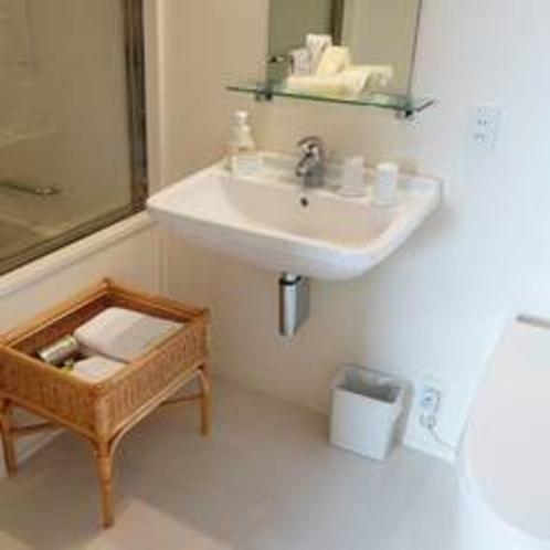【ツインルーム】広々としたパウダールーム。浴室とセパレートされています。