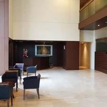【ロビー】ハートビル法「利用円滑化誘導基準」適合建物として安心してご利用いただけます。
