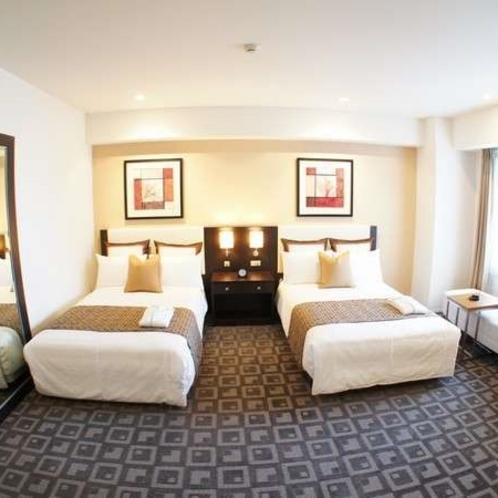 ベッドは120cm幅の物を2台ご用意。通常より5cm低くなっております。