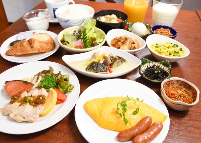 【朝食】一部ご提供方法を変更しております。メインのお食事と卵料理は注文をいただいてからお作りしており