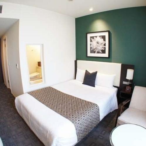 【スーペリアシングルルーム】18.6㎡の広々客室にゆったり145cm幅のシモンズベッドをご用意。