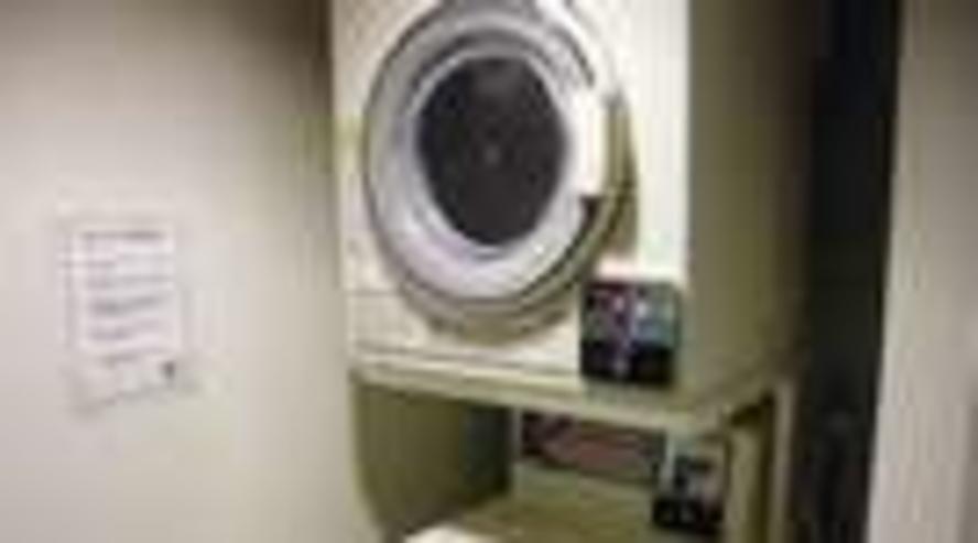 【コインランドリー】コインランドリーと乾燥機は4階に設置しております。