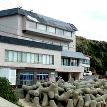 *【外観】創業1928年の歴史ある割烹旅館。料亭ならではの料理と海を一望できる眺望が自慢♪