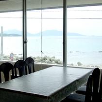 *【ロビー】当館はロビーからも海が一望!開放的な空間です。