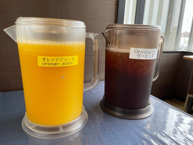 【朝食】オレンジジュース&烏龍茶
