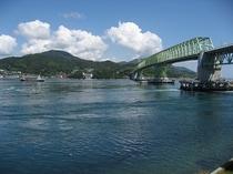 プールサイドより大島大橋