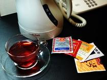 客室にはハーブティ・日本茶をご用意。ティファールのポットでどうぞ。