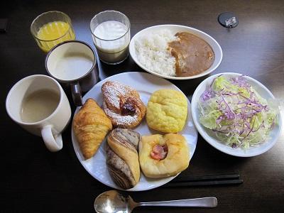 【朝食焼きたてパン】