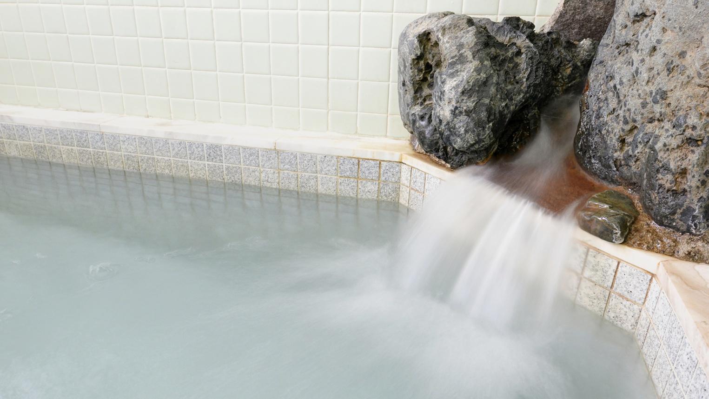 *お風呂/ミネラルを含む麦飯石風呂の温かい湯船に浸かり、癒しのひと時をお過ごし下さい。
