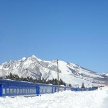*当館周辺(冬)/あたりは一面、真っ白な雪景色です。