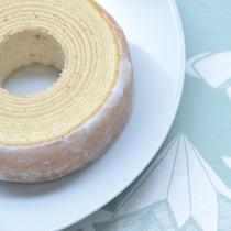 """*バームクーヘン/那須御養卵を使用した生地に米粉と酒粕を練り込んで焼いたお菓子。""""魚沼の里""""にて販売。"""