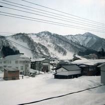 *館内からの中里スキー場