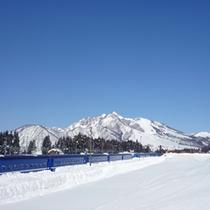 *周辺の風景<冬:雪と電車>