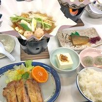 *夕食一例/毎日炊きたてのご飯を用意して皆様をお待ちしております。