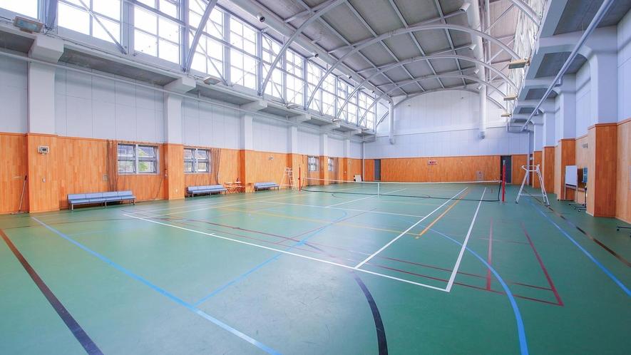 多彩なスポーツ・アクティビティ/バスケットボールやテニスもお楽しみいただけるスポーツ館