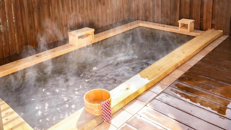 ◆桜館…陽の湯。内湯・立ち湯と露天風呂