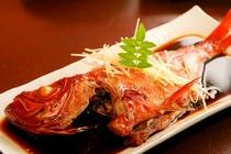 伊豆稲取産のブランド金目鯛!大ぶり金目鯛姿煮で‥